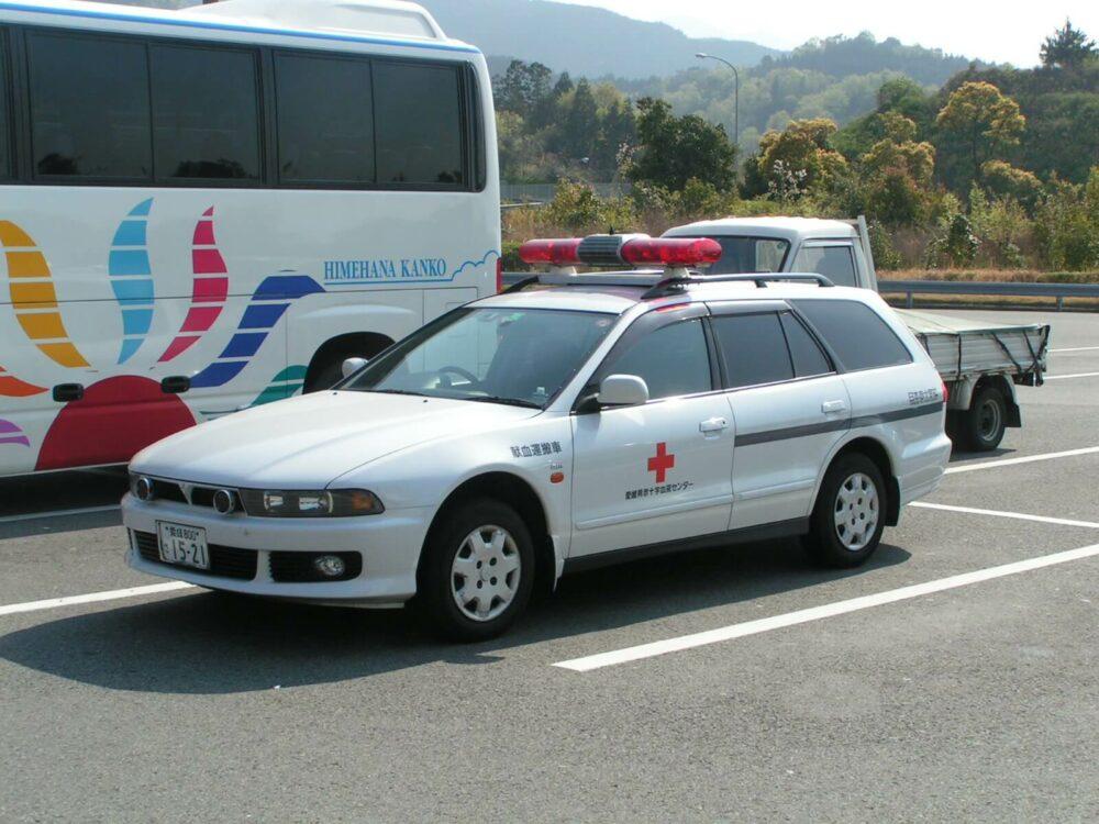 血液運搬車 (三菱 レグナム)