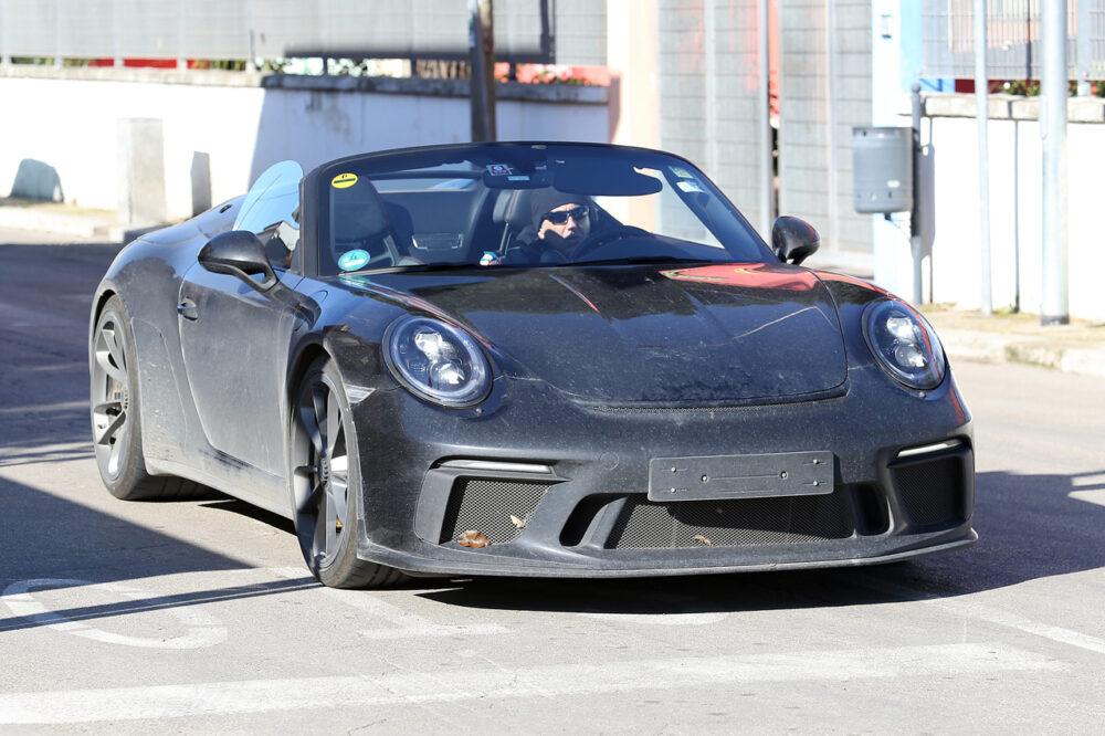 ポルシェ新型911スピードスターオールヌードのプロトタイプをスクープ!2020年春発売か