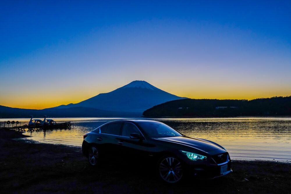 スカイライン GT Type SP ハイブリッド 2WD 夕焼けの富士山を背景に撮影