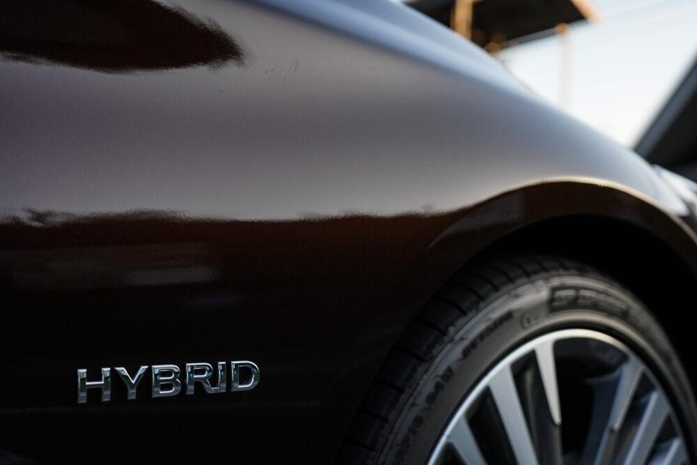 スカイライン GT Type SP ハイブリッド 2WD ハイブリッドのエンブレム