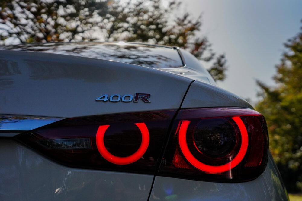 新型 日産 スカイライン 400R 丸形4灯テールランプ
