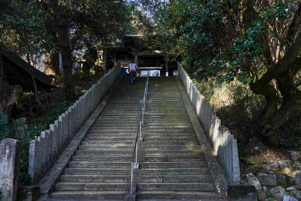 お遍路 第2番札所 極楽寺の本堂・大師堂への44段の階段