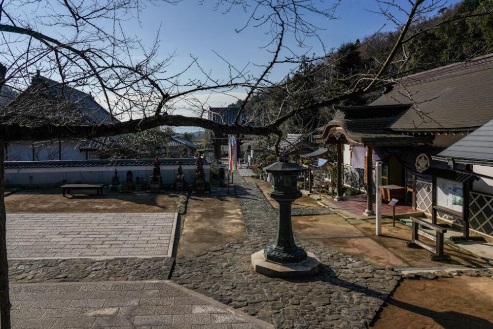 お遍路 第5番札所 大日寺の境内と社務所