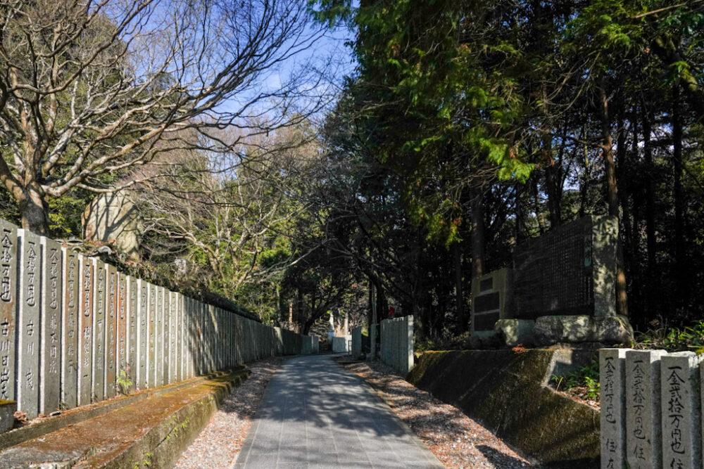 お遍路 第8番札所 熊谷寺 駐車場から境内への道
