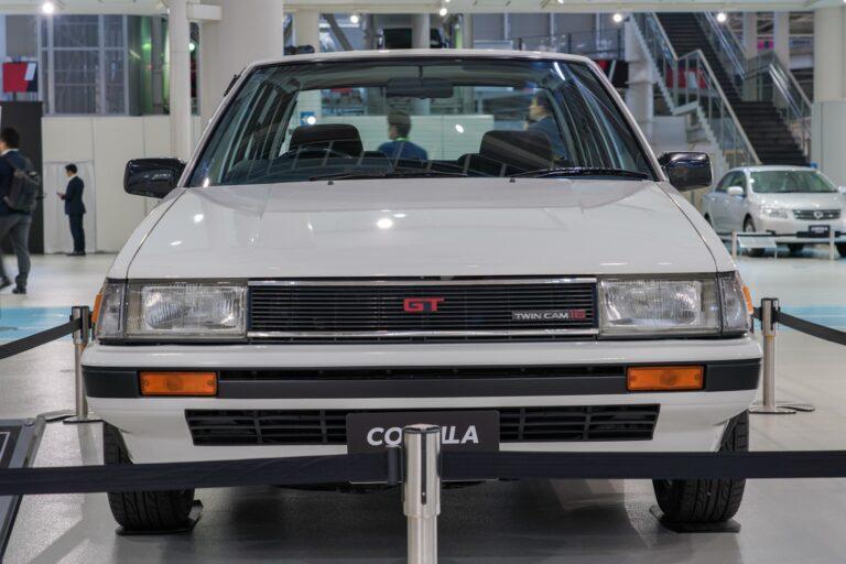 トヨタ カローラ ae82