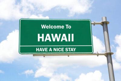 ハワイでのレンタカー利用は日本の運転免許証だけで十分?交通ルールなどの注意点も
