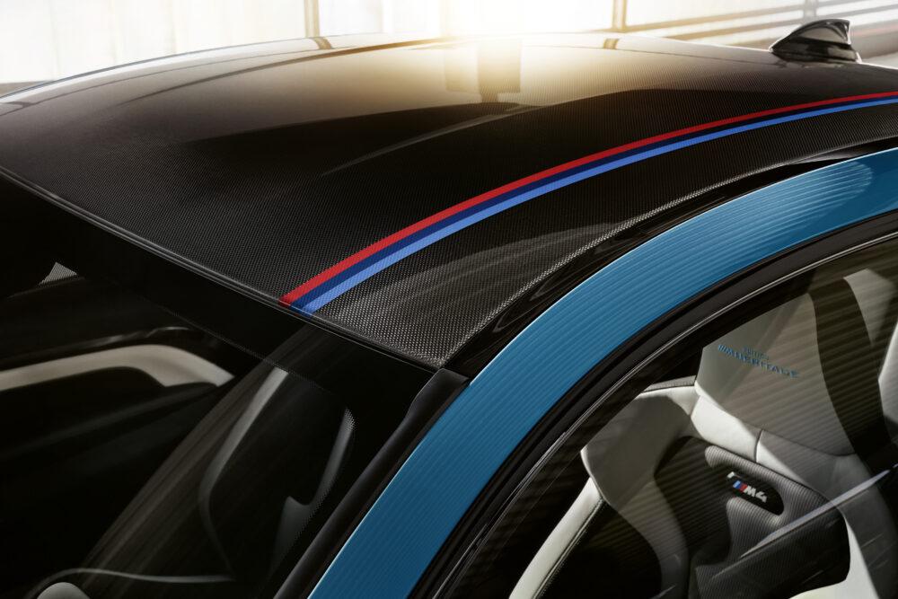BMW M4 エディション・ヘリテージ 専用Mストライプ入りカーボン・ルーフ