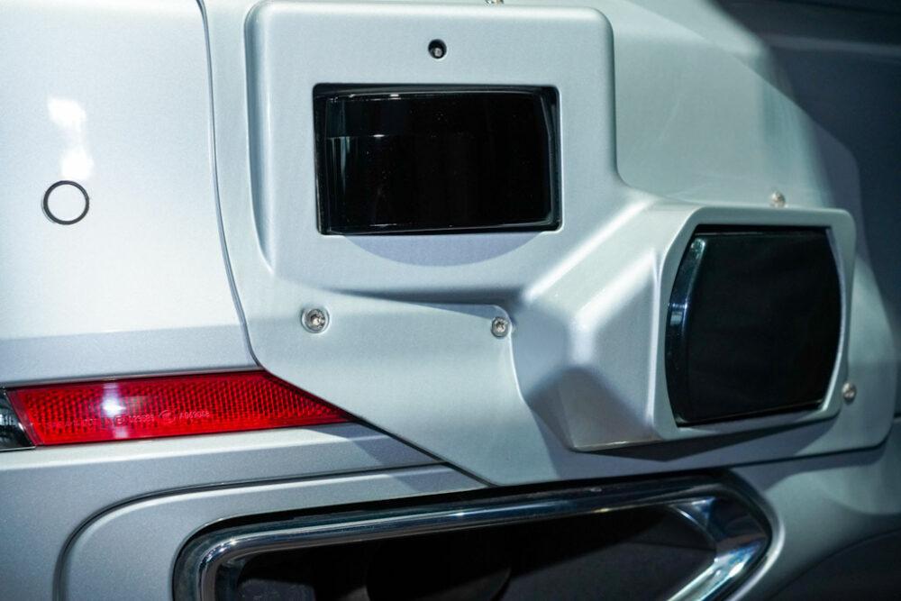 BMW自動運転技術開発車両のバンバーに取付けられたセンサー