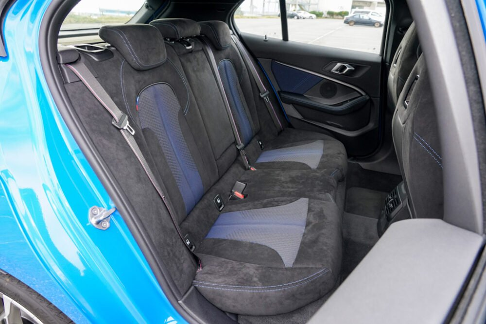 新型BMW 135i xDriveのリアシート。