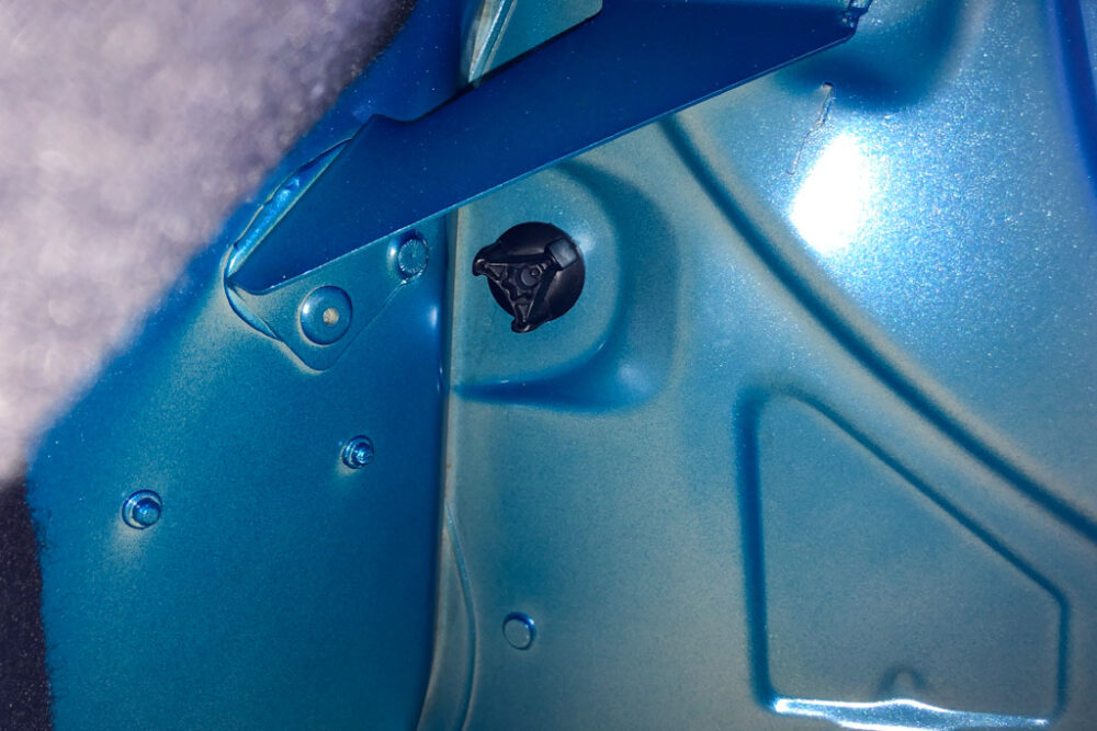 アルピーヌA110のトランク内部上側にあるネジ
