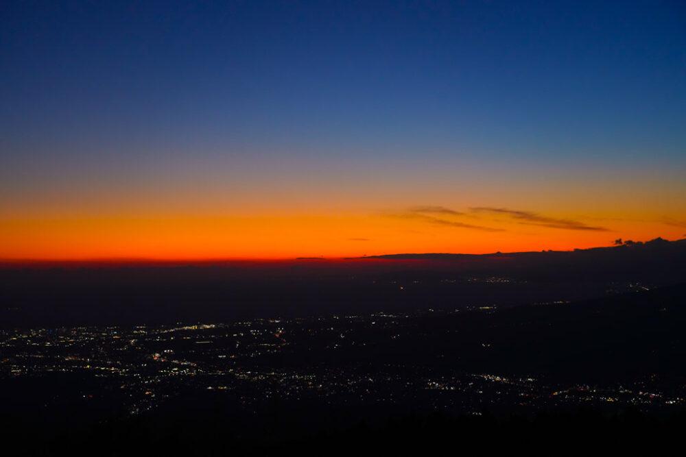 夕焼けの駿河湾の夜景