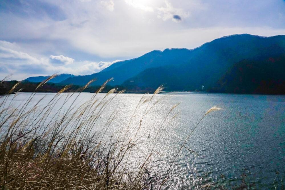 精進湖東側中央から撮影