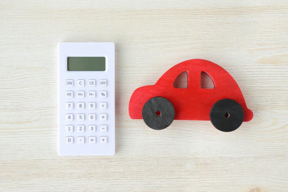 電卓とおもちゃの車