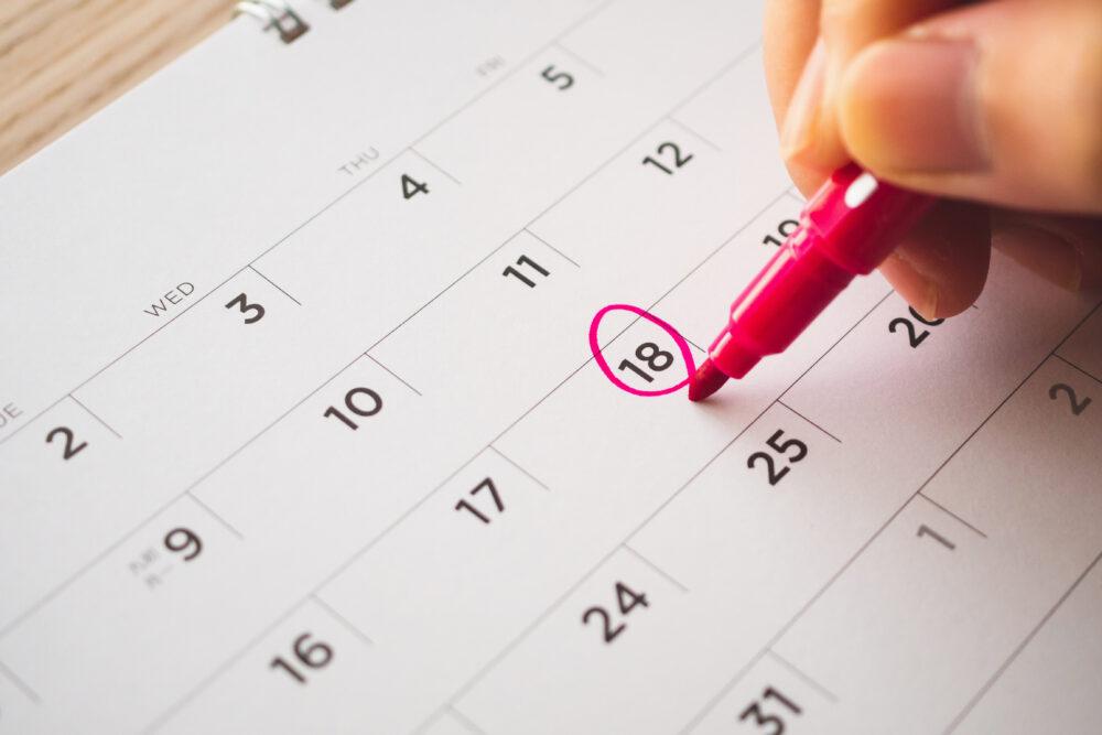 18日に丸印がつけられたカレンダー