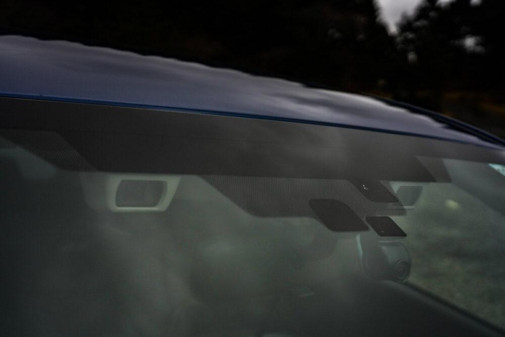スバル インプレッサ G4のフロントウィンドウのステレオカメラ