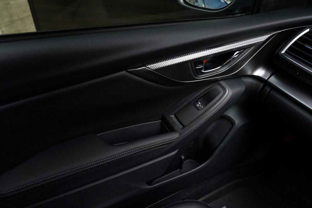 スバル インプレッサ G4の助手席側ドアパネル