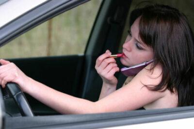 携帯電話使用運転違反、ハンズフリー通話でも罰金、減点になる!?