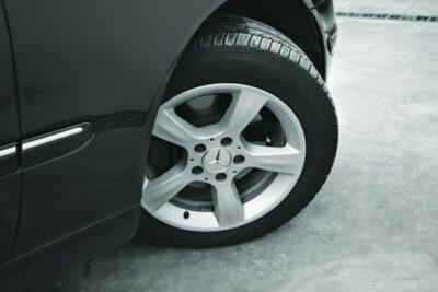 【要注意】ハンドルの据え切りとは?負担をかけると車の故障の原因になる?