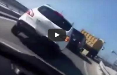 【衝撃】煽り運転に怒ったダンプカーのまさかの仕返し…高速道路完全封鎖の大事件に