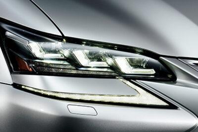 車のライトの正しい使い方を解説!夜間はハイビームが基本でロービームだと違反って本当?