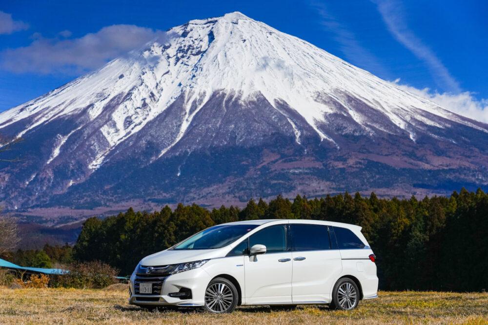 富士山を背景。ホンダ オデッセイ ハイブリッド アブソリュート EX HondaSENSING