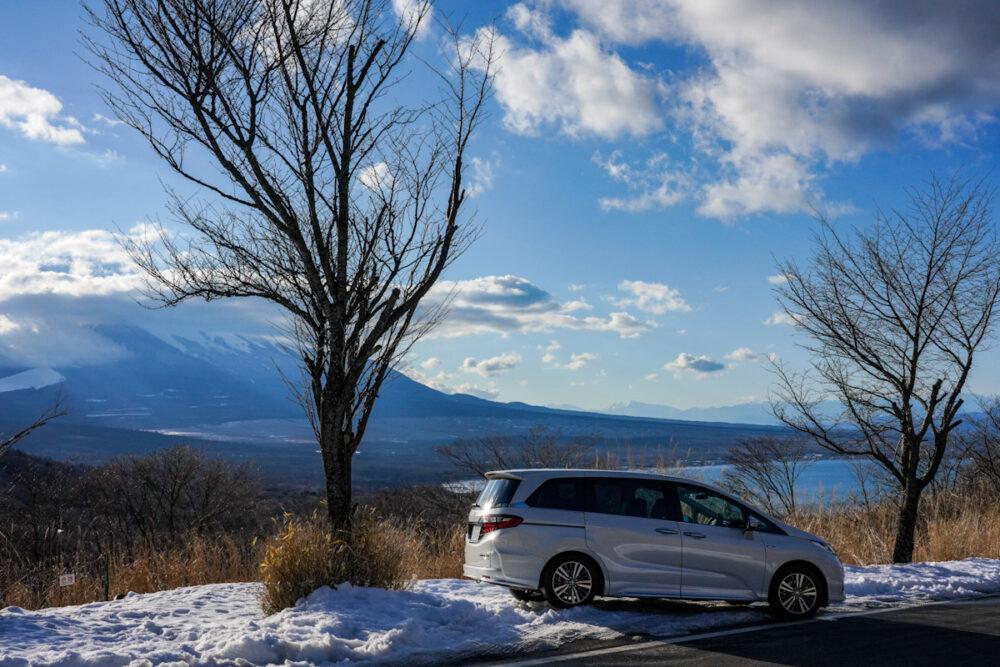 ホンダ オデッセイ ハイブリッド アブソリュート EX HondaSENSING 富士山と山中湖を見下ろす