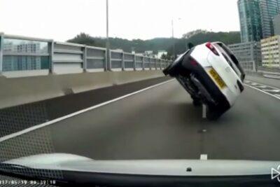 【衝撃動画】え?高速道路で片輪走行の爆速マツダCX-3に追い抜かれる…