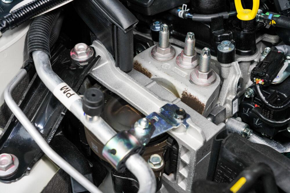 マツダ3ファストバック スカイアクティブXのエンジンマウント部