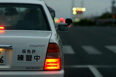 「仮免許練習中」のナンバープレートを付けずに運転するとどうなる?