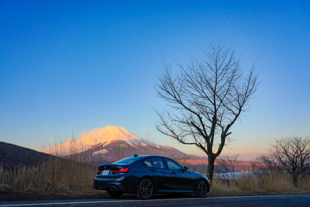富士山と山中湖を見下ろす位置でBMW  M340iを撮影