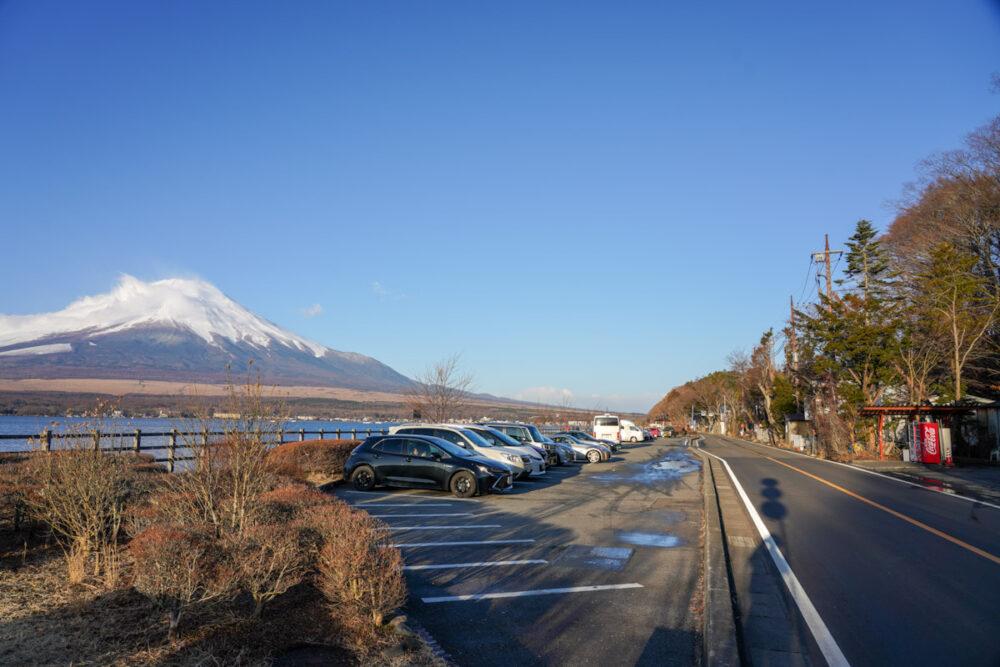 山中湖親水公園(長池親水公園)背景に富士山