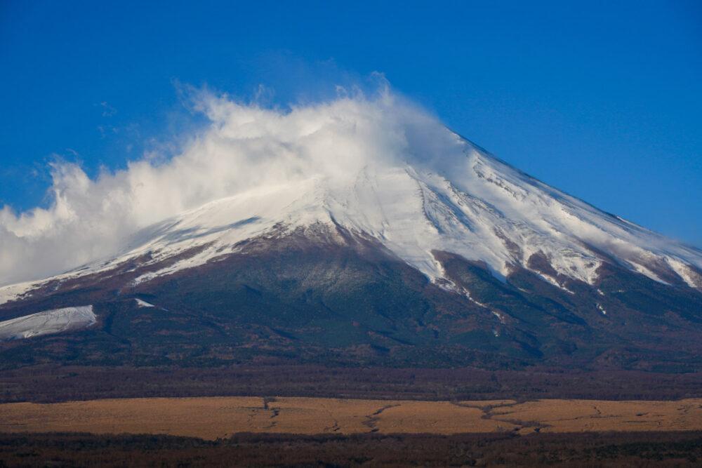 山中湖から富士山頂を望遠で撮影