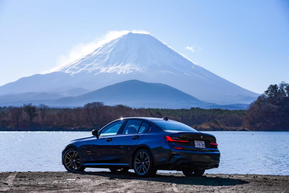 子抱き富士を背景にBMW M340iを撮影