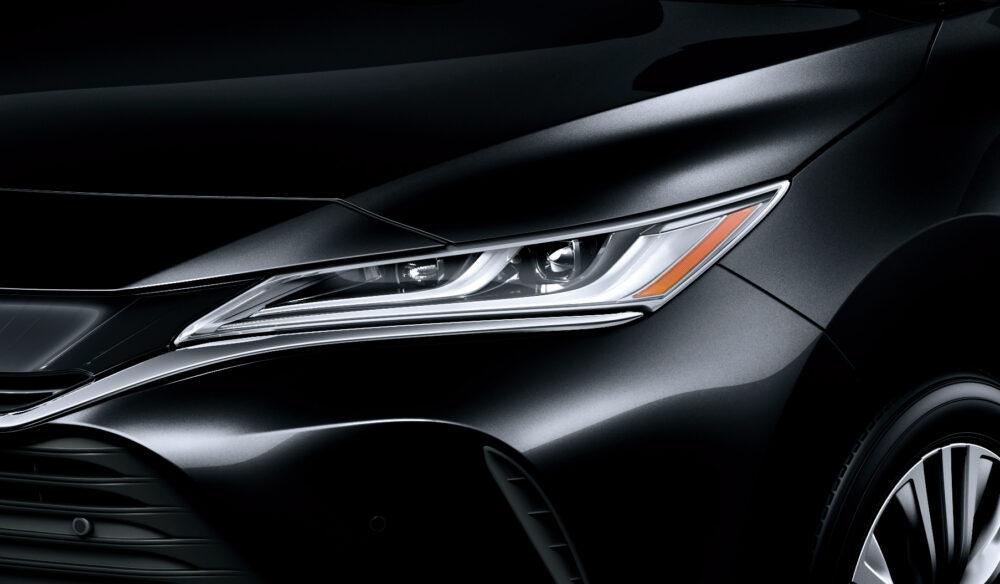 トヨタ新型ハリアー・プロトタイプ LEDヘッドライト 未点灯状態