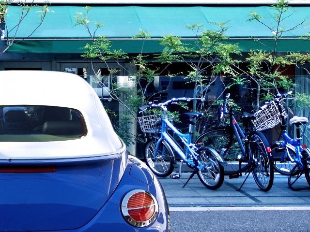 車と自動車