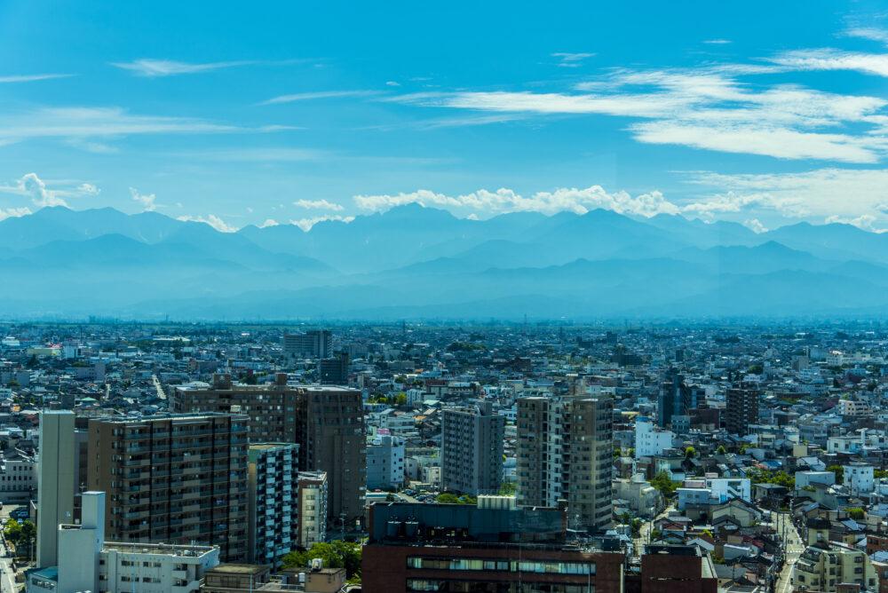 富山市街と立山連峰