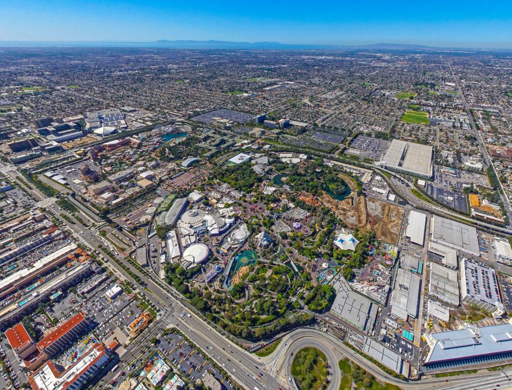 上空から見たカリフォルニアのテーマパーク