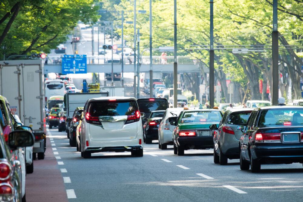 渋滞する道