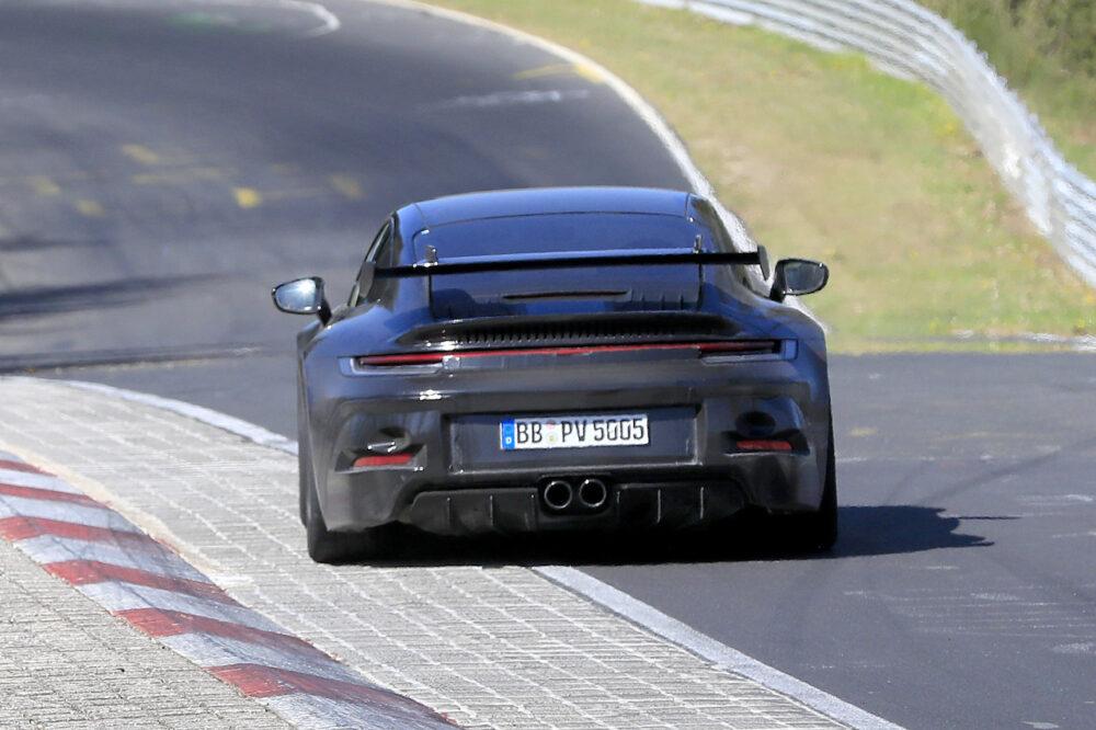 次期新型ポルシェ 911 GT3 プロトタイプ スパイショット リア
