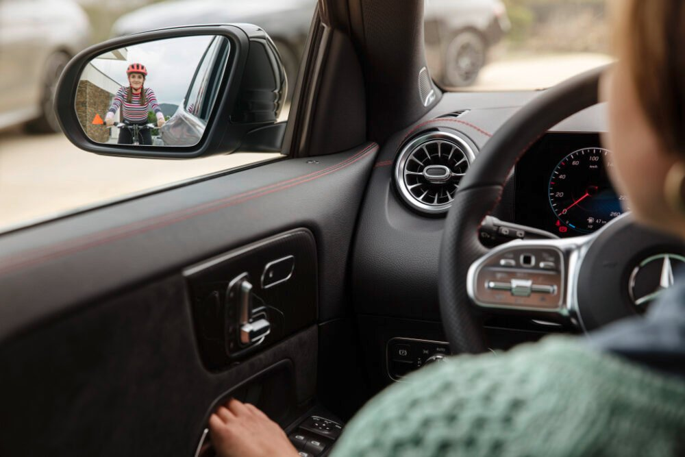 新型2代目メルセデス・ベンツ GLA(欧州仕様)の先進運転支援システム
