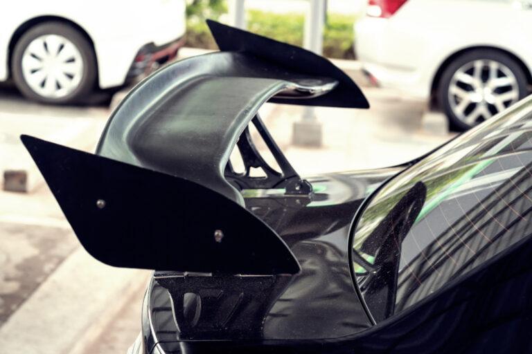 市販車にGTウイングを取付けたら速くなる?違法改造&車検に注意