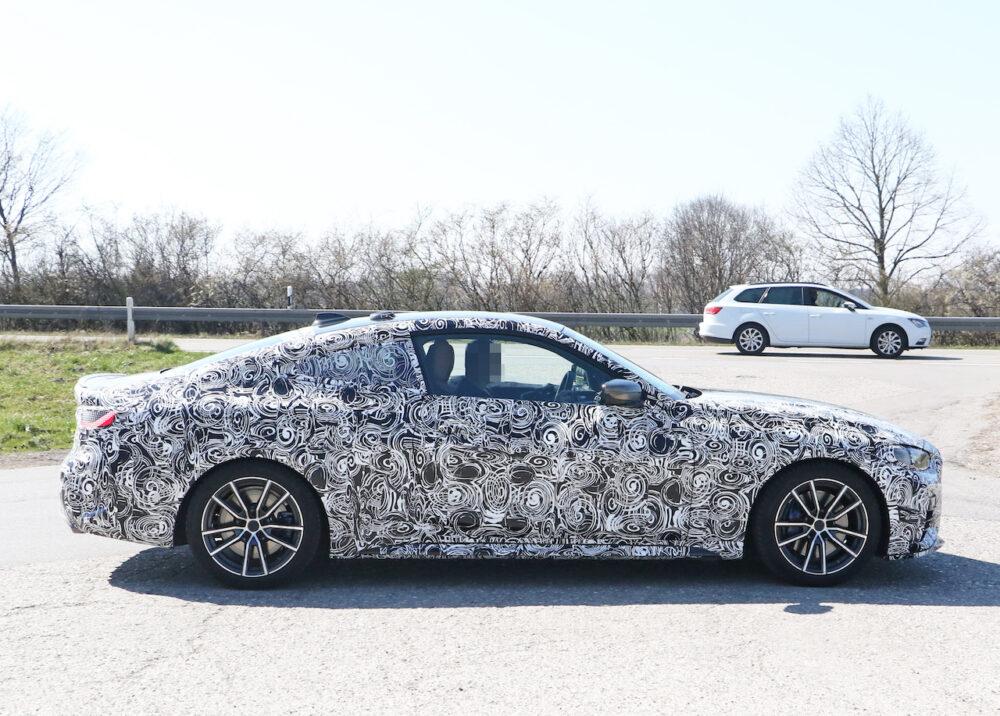 次期新型BMW 4シリーズ Mパフォーマンス スパイショット ボディサイド