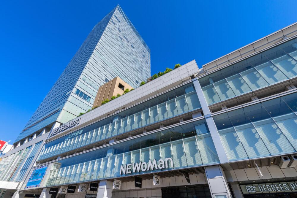 新宿駅南口のビル