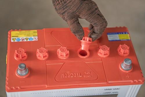 カーバッテリー液の補充
