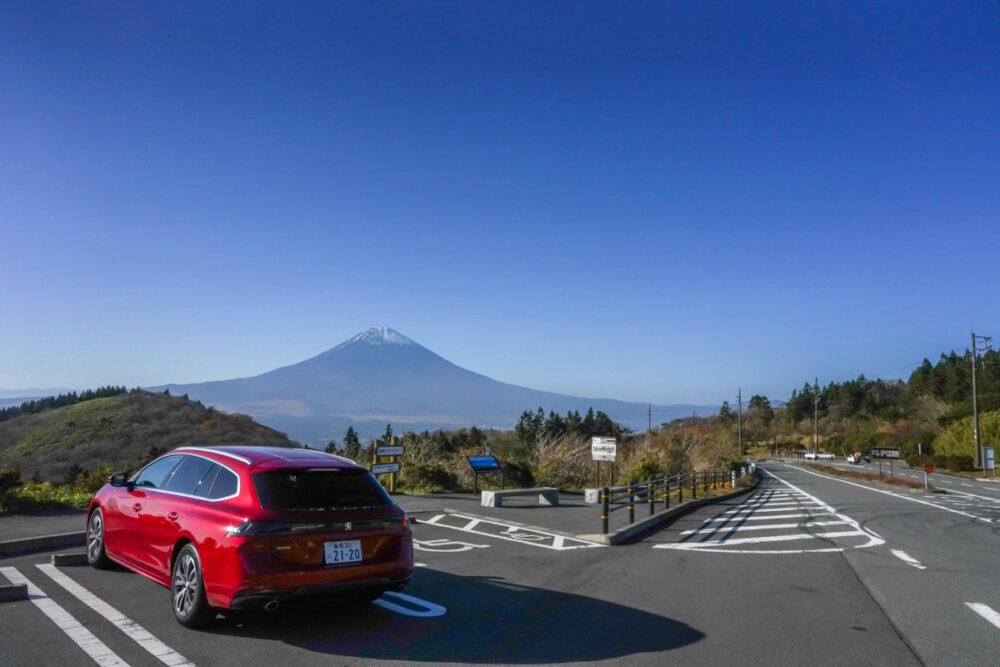 プジョー 508 SW アルール リア・ボディサイド 背景は富士山