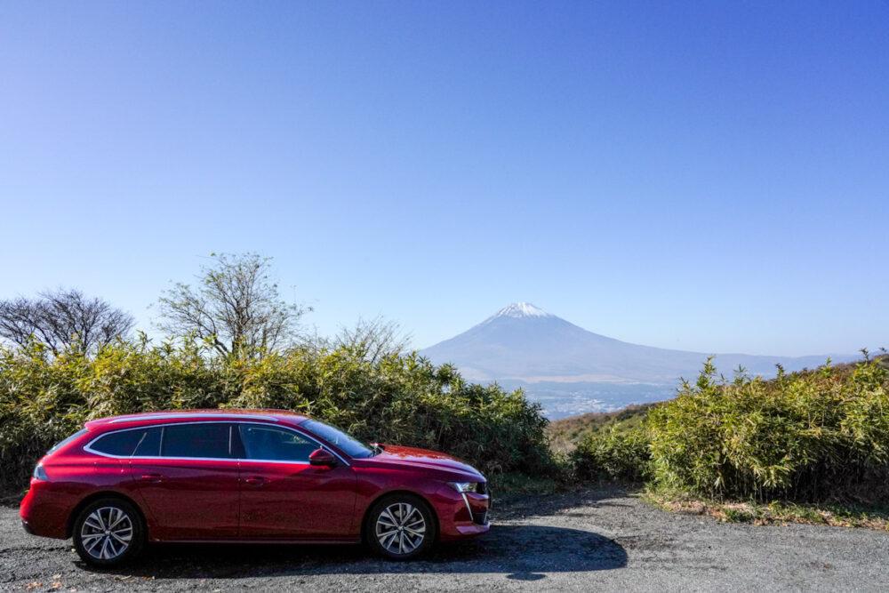 プジョー 508 SW アルール ボディサイド 背景は富士山