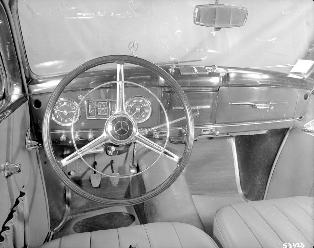 タイプ170SB(W136)1952-1953年のステアリングホイールとインパネ