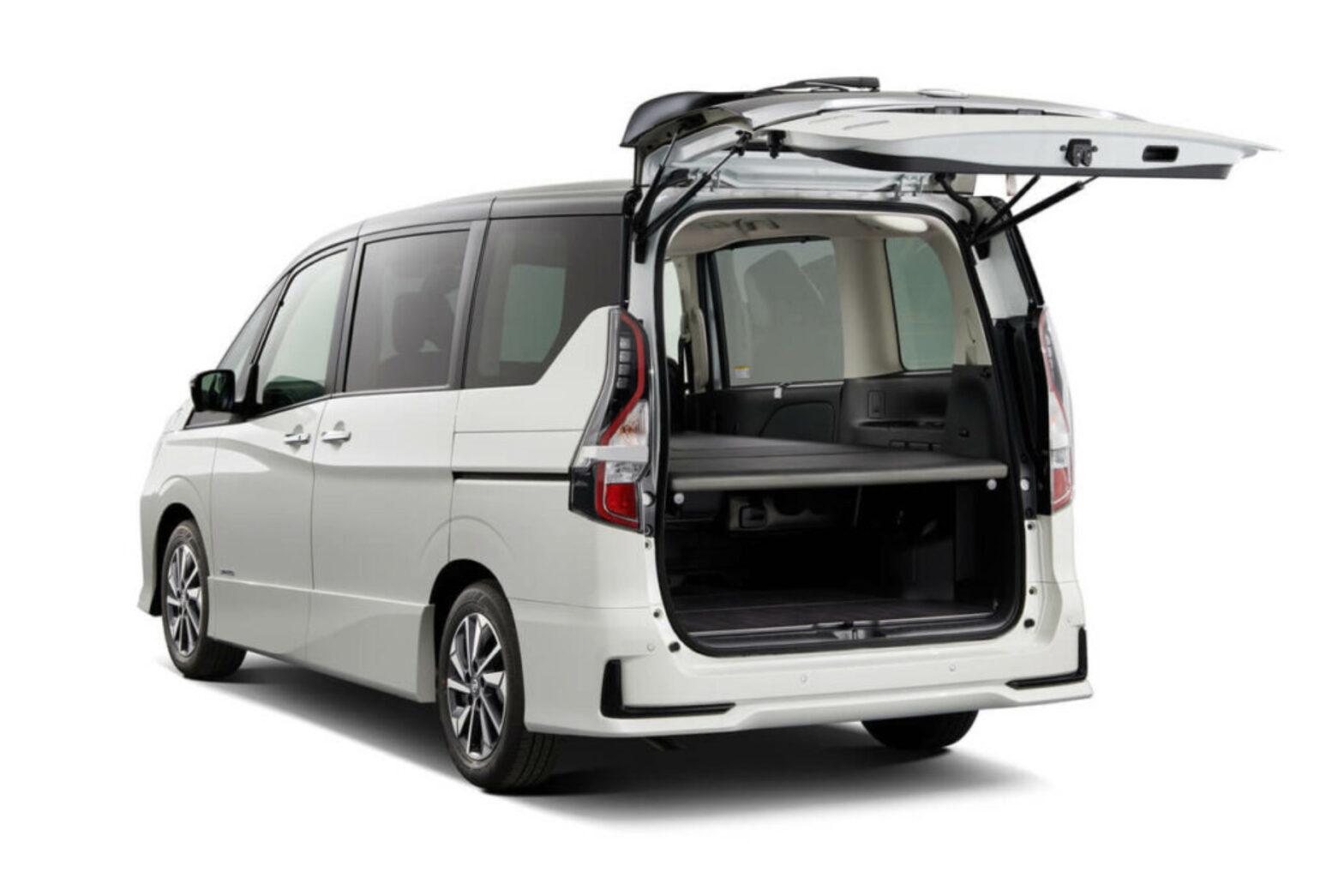 セレナで車中泊するなら|おすすめのC27型用オプションと専用アイテム3選