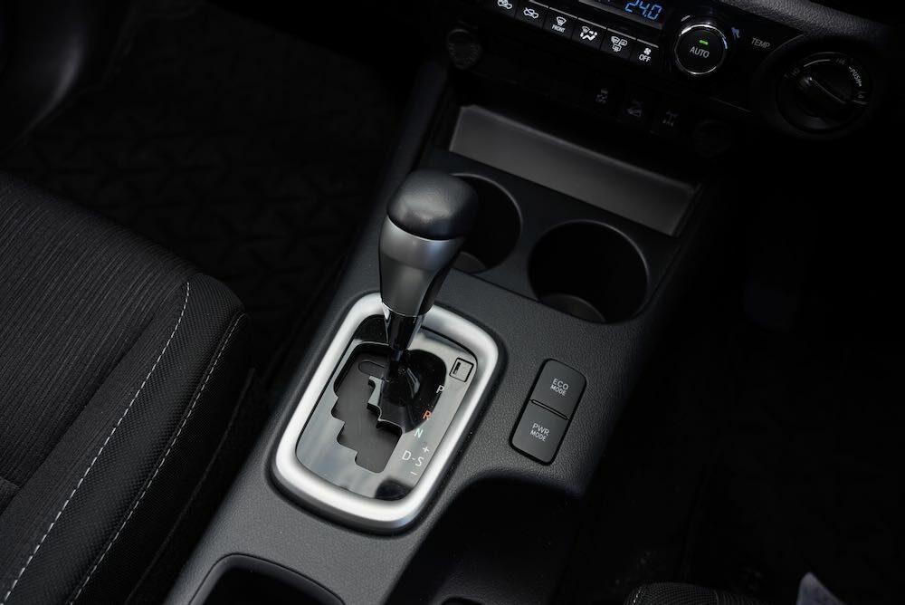 トヨタ ハイラックス GRGコンセプト センターコンソール、シフトレバー