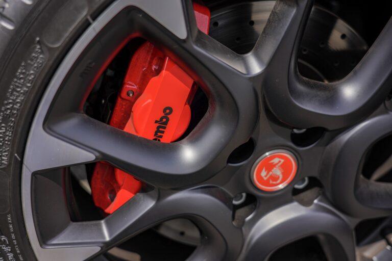ディスクブレーキとドラムブレーキの違いは?|ブレーキの種類や異音の対処法